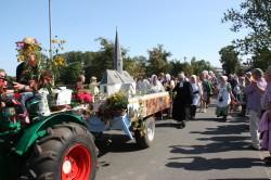 Beim Festumzug zum 775. Jubiläum von Niederschindmaas 2012 war die Kirchengemeinde selbstverständlich mit von der Partie.
