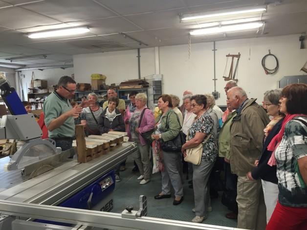 Kirchengemeinde besichtigt Orgelwerkstatt