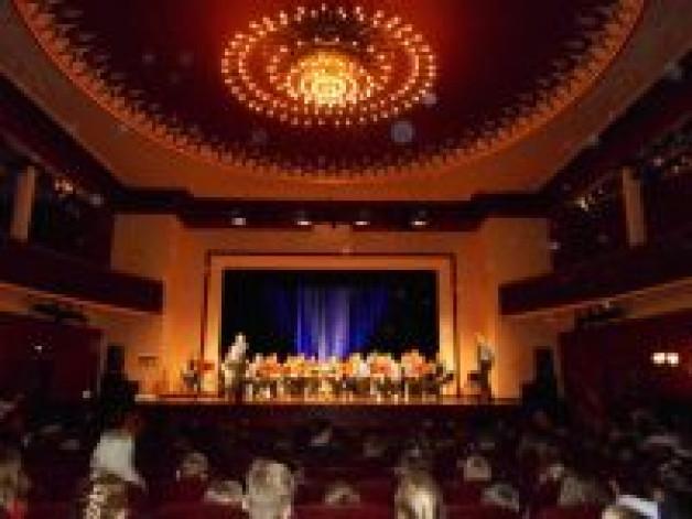 Besuch im Stadttheater Glauchau – Konzert des Sächsischen Polizeiorchesters